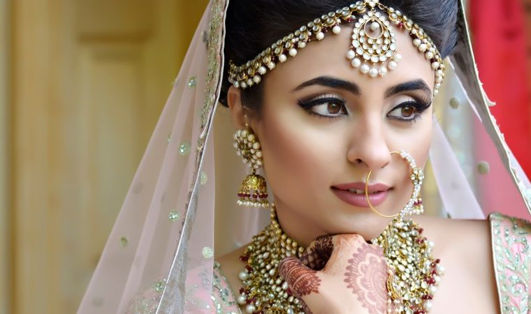 How To Pick The Right Makeup Artist And Hairstylist For Your Wedding